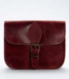 Taschen aus Leder und Schmuck